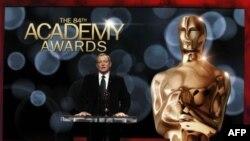 Президент Академії кіномистетцва Том Шерак оголошує претендентів на премію «Оскар»