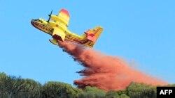 """Arhiva - Vatrogasni avion """"Kanader"""" u akciji"""