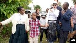Madonna dalam sebuah kunjungan ke Malawi. (Foto: Dok)