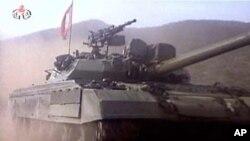 북한이 최근 조선중앙TV를 통해 공개한 신형 전차 '폭풍호'
