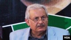 Raza Rabbani, kandidat presiden dari Partai Rakyat Pakistan, mengumumkan rencana pemboikotan pemilihan Presiden, Jumat, 26 Juli 2013 (Foto: dok).
