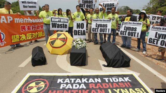 Activists demonstrate against Lynas Corporation to raise questions over the potential environmental hazards arising from radioactive waste, in Gebeng, east of Kuala Lumpur, Malaysia, April 19, 2012.
