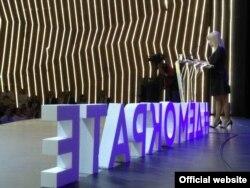 """Demokratska stranka, Zajedno za Srbiju i Socijaldemokratska stranka na skupu pod nazivom """"Demokrate zadno"""" u Kombank dvorani, 19. maja 2019, u Beogradu. (Foto: Demokratska stranka)"""