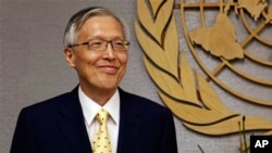 한국 정부를 대표해 유엔 총회(25일)에 참석한 신각수(좌) 외교통상부 차관