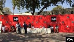 لاہور کے ادبی میلے لگایا گیا ایک اسٹال