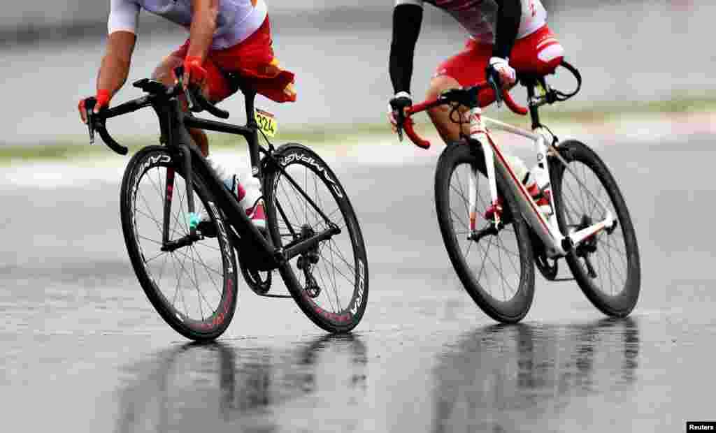 Çinli Guihua Lianq və yaponiyalı Şota Kavamoto Tokio Paralimpiyadasında yarışır.