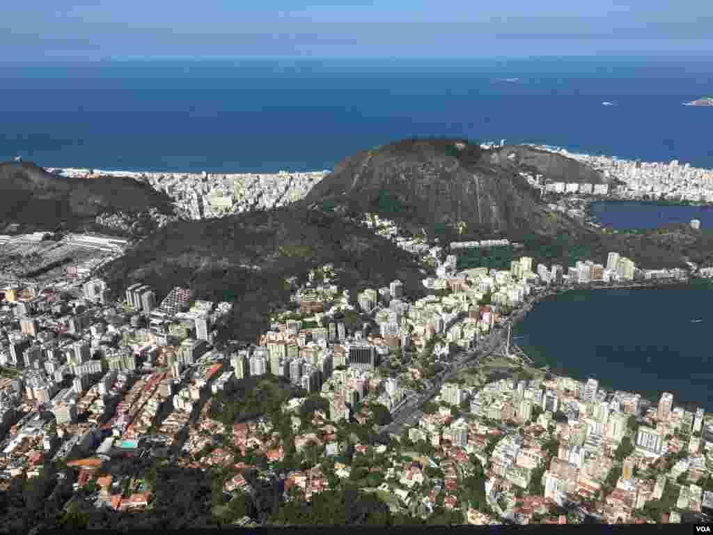 نمای شهر ریو از بالای کوه کورکووادو.