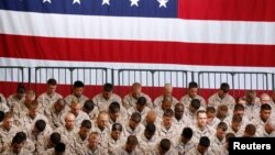 Американские морпехи молятся перед прибытием президента США на базу морской пехоты Camp Pendleton в Калифорнии. 7 августа 2013 г.