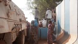 Manifestation d'habitants du PK5 devant la Minusca à Bangui le 11 avril 2018.