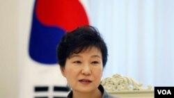 Cựu tổng thống Hàn Quốc Park Guen-hye có thể bị bắt giam vào cuối tuần này vì cáo buộc tham nhũng.