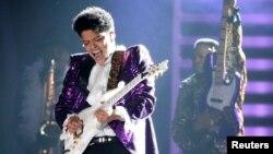 Bruno biểu diễn tại lễ trao giải âm nhạc Mỹ Grammy Awards 2017.