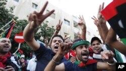 가다피 사망소식에 환호하는 시민들