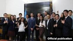 Robert Sekuta Azərbaycan Biznes Keys Yarışının qalibləri ilə görüşüb