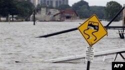 Nước sông Mississippi dâng cao gây ngập lụt các thành phố dọc theo sông
