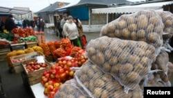 2009年3月波兰苏瓦乌基农产品市场(资料照片)