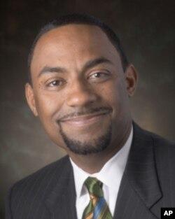 俄亥俄大学副学务长肯特.斯密斯