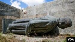 Sau nhiều lần kiến nghị và biểu tình, bức tượng Stalin ở thành phố Gori sẽ được dựng lại vào ngày 21 tháng 12, ngày sinh nhật của Stalin.