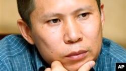 Pengacara HAM Xu Zhiyong, ditangkap pihak berwenang di Beijing, Selasa malam, 16 Juli 2013 (Foto: dok).