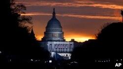 Gedung Capitol, saat matahari terbit, di Washington DC, 20 Januari 2017. (Foto: dok).