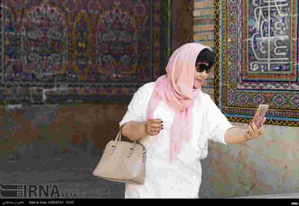 گردشگران خارجی در شیراز. عکس: رضا قادری
