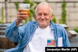 Čovjek dobio besplatno pivo nakon vakcinacije, Washington.