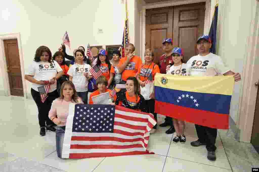 En las afueras del congresista Gregory Meeks, de Nueva York, uno de los opuestos a sancionar a Venezuela.