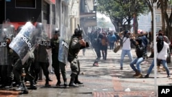 Protesters challenge riot police during clashes in downtown Bogota, Aug. 29, 2013.