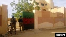 联合国维和人员在马里站岗