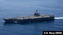 Kapal induk USS Carl Vinson singgah di Samudra Hindia (foto: Spesialis Komunikasi Massa Kelas 3 Matt Brown/Rilis Press)