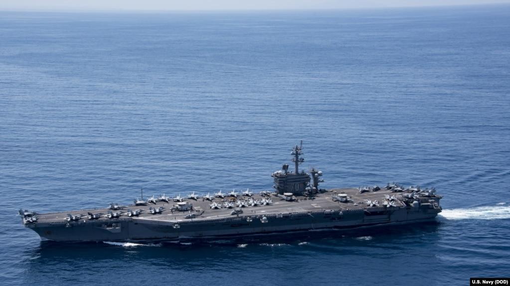 Hàng không mẫu hạm USS Carl Vinson (CVN 70) di chuyển trên Ấn Độ Dương, ngày 15/4/2017.