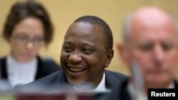 Shugaban Kenya Uhuru Kenyatta a tsakiyar lauyoyinsa
