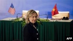 Ngoại trưởng Hoa Kỳ Hillary Clinton nhấn mạnh bất chấp tình hữu nghị và hợp tác Việt-Mỹ, những bất đồng giữa hai nước vẫn tồn tại