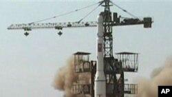 Hình ảnh từ 1 video được công bố hôm 7/4/2009 cho thấy Bắc Triều Tiên phóng tên lửa ở Musudan-ri, 5/4/2009