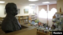 A bust of Ukrainian poet Taras Shevchenko is displayed at the Library of Ukrainian Literature in Moscow, Oct. 29, 2015. Russian officials detained Natalya Sharina, the library director, and are investigating whether she was guilty of inciting ethnic hatre
