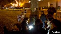 Simpatizantes de Edgar Tamayo oran en las afueras de la prisión de Huntsville, donde el mexicano fue ejecutado el miércoles por la noche.