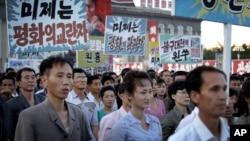 지난달 25일 북한 평양 김일성 광장에서 한국전 발발 66주년을 맞아 대규모 반미 군중대회가 열렸다.
