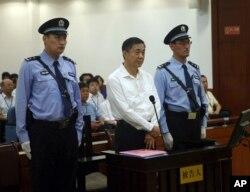 济南中级法院发布的薄熙来出庭照片(2013年8月22日)