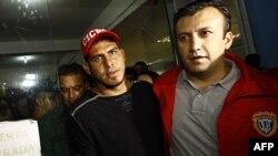 Cầu thủ Wilson Ramos (trái) tại trụ sở cảnh sát ở Valencia, Venezuela