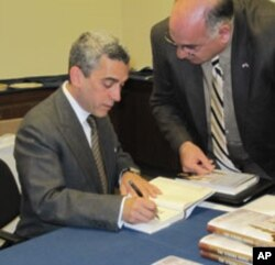 Lee Smith signs copies of his book, 'The Strong Horse: Power, Politics and the Clash of Arab Civilizations.'