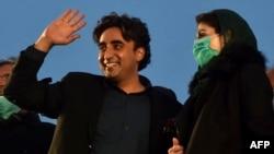 بعض حلقوں کی جانب سے یہ دعوے بھی سامنے آرہے ہیں کہ مسلم لیگ ن اور پیپلز پارٹی کے بعض اراکین مستعفی ہونے کے حق میں نہیں ہیں۔ (فائل فوٹو)
