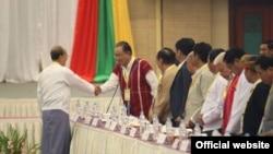 NCAပါ နိုင္ငံေရးေဆြးေႏြးမႈဆိုင္ရာ မူေဘာင္ သေဘာတူညီခ်က္အား ႏိုင္ငံေတာ္သမၼတထံ ဒီကေန႔ ေပးအပ္ (Photo- Myanmar President office)