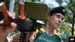 Un militaire ukrainien lors d'une opération dans la République populaire de Donetsk autoproclamée