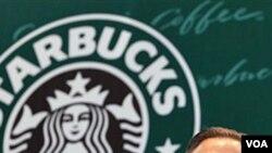 El gerente general de Starbucks, Howard Schultz, visitó China donde firmó un contrato para, además de vender, producir café de alta calidad.