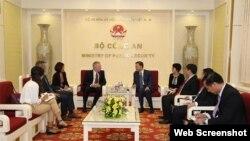Bộ trưởng Bộ Công an Tô Lâm và ông Ted Osius, Phó Chủ tịch Chính sách công và Quan hệ Chính phủ của Google tại châu Á – Thái Bình Dương, cựu Đại sứ Hoa Kỳ tại Việt Nam, ngày 14/8/2019 tại Hà Nội.