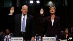 샐리 예이츠(오른쪽) 전 법무장관 직무대행과 제임스 클래퍼 전 국가정보국(DNI) 국장이 8일 상원 법사위 청문회에서 증인선서를 하고 있다.