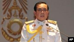 巴育将军在政变后首场记者会上发表讲话(2014年5月26日)