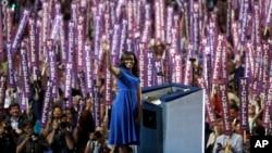 Durante su participación Michelle Obama hizo referencias a su crianza, a la de sus hijas y a su matrimonio.