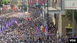 香港民間人權陣線估計,有80萬人參與12-8國際人權日遊行。(攝影: 美國之音湯惠芸)