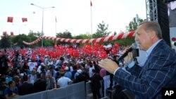 """El presidente de Turquía, Tayyip Erdogan, ha declarado la ribera oeste del río Éufrates como su """"línea roja"""" para la presencia de milicias kurdas en la zona."""