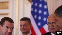 Дмитрий Медведев и Барак Обама после подписания договора СНВ-3 8 апреля 2010г. в Праге